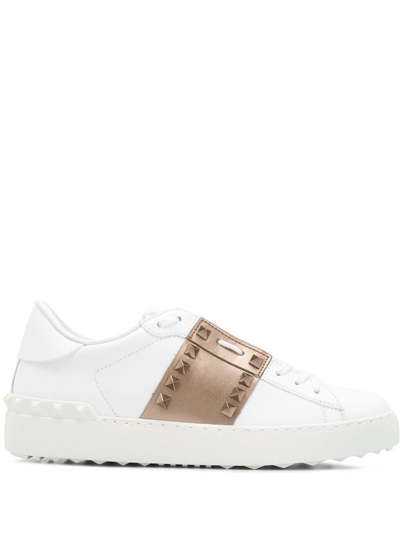 <span style='color:#cdb891'>VALENTINO</span><br/>Rockstud leather sneakers