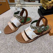 Load image into Gallery viewer, The 2109 new Luxury Womens sandals fashion designer real leather print flip flop summer Classics shoes flats Beach sandals With original box
