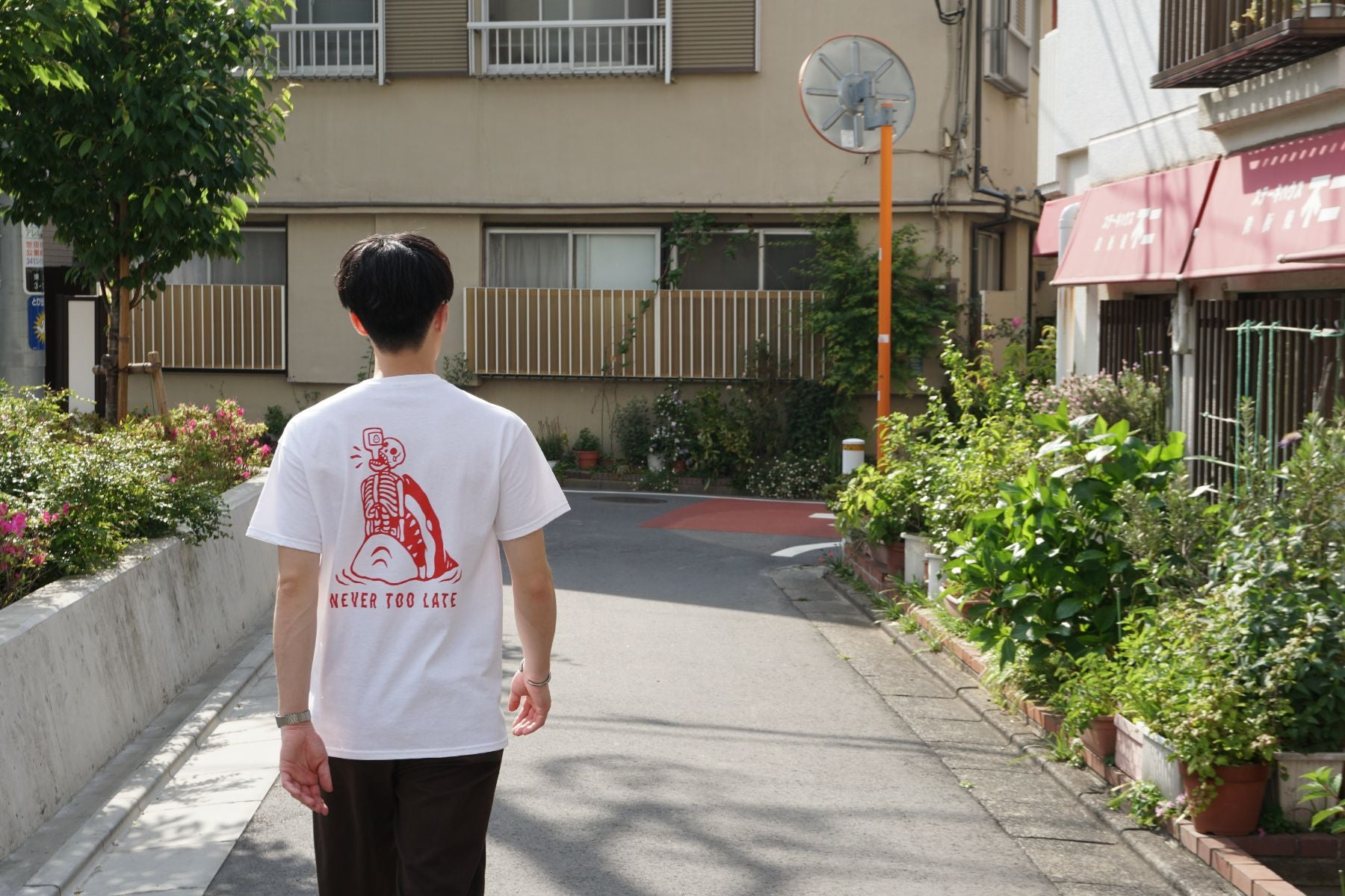 "Kentaro Yoshida Tシャツ ""Never too late"" RED"