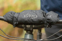 Load image into Gallery viewer, giro-stow-h2o-jacket-mens-mtb-apparel-built-in-fea