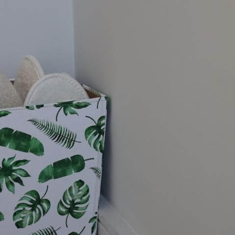 Organic cotton spa slippers in recycled eco-friendly box