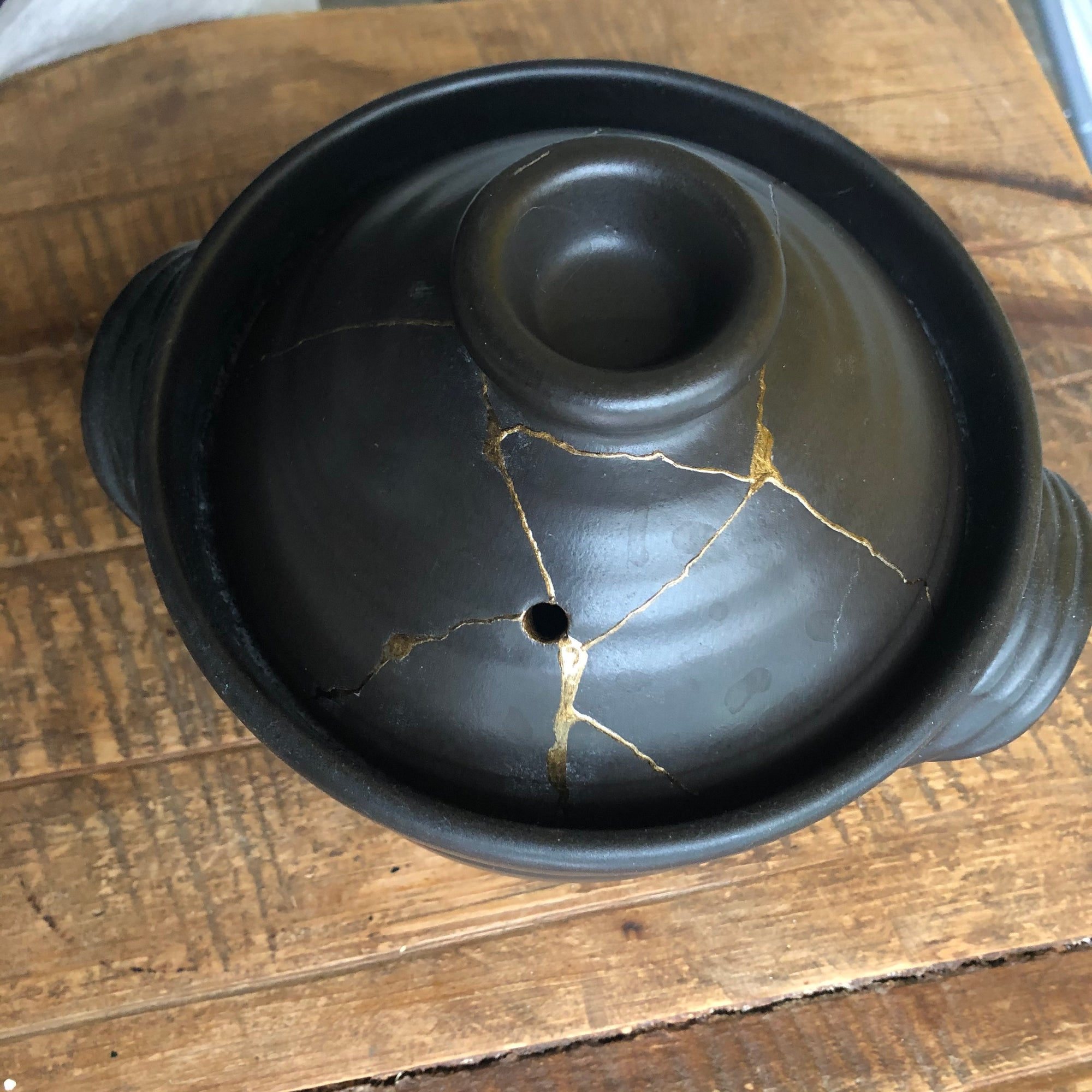 Kintsugi (金継ぎ)- The Art of Fixing Broken Pottery and Reuse