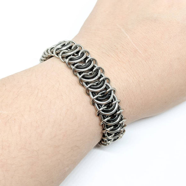 Black and silver Vertebrae Bracelet - ZenJumps Chainmaille