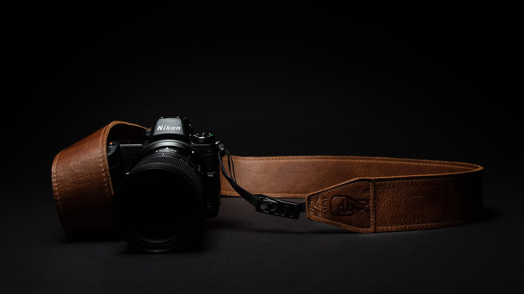 A CAMERA STRAP FEATURING QUICK RELEASE AND ANTI-THEFT TECHNOLOGY