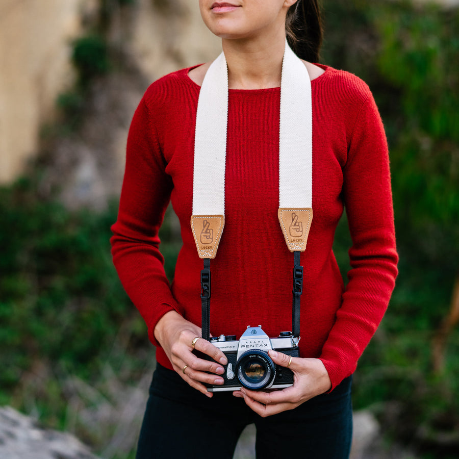 Anti-Theft Camera Straps for Travelling Photographers and Vloggers