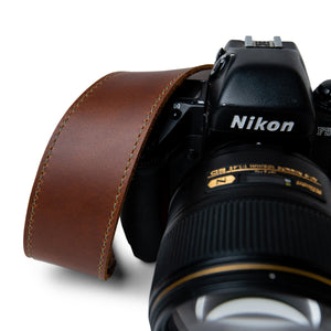 comfortable leather camera strap with greens stitching