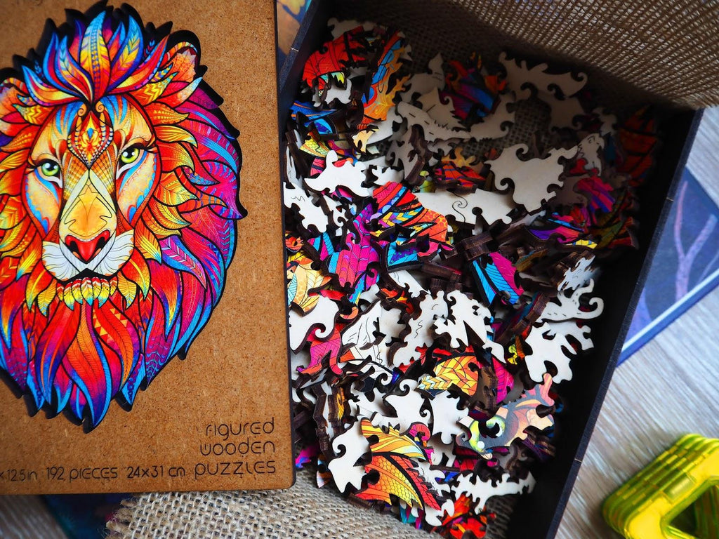 Wooden jigsaw puzzle «mysterious lion» - unboxing