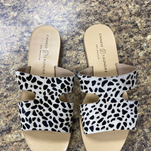 Primary Photo - BRAND: CHINESE LAUNDRY STYLE: SANDALS FLAT COLOR: ANIMAL PRINT SIZE: 7.5 SKU: 193-193106-18298