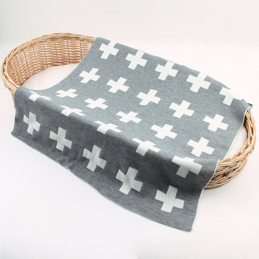 Four seasons baby blankets boys and girls knitted cross holding blanket baby stroller cover was covered by lunch break