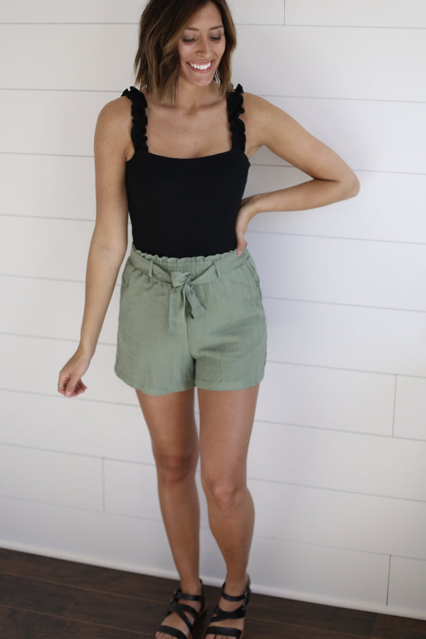 SAGE SHORTS WITH TIE