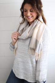 GRAY/WHITE SCARF