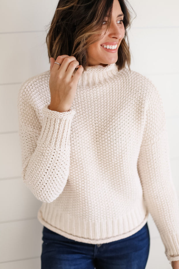 CREAM TURTLE NECK KNIT
