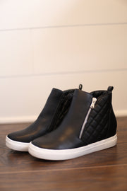 QUILTED WEDGE SNEAKERS (BLACK)
