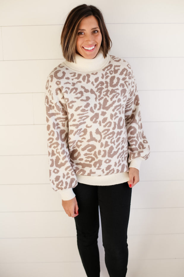 WHITE LEOPARD TURTLENECK SWEATER