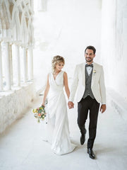 bride and groom between white italian walls in italy