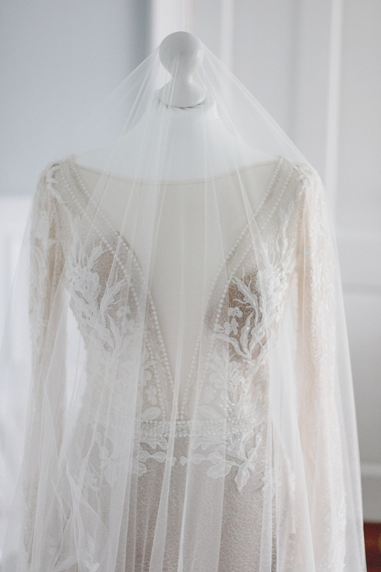 VERSAILLES | long blusher chapel veil