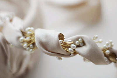 KASSIOPEIA | Silk wrapped pearl band