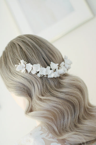 Bohemian bridal flower headpiece with loose waves