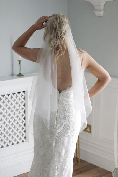 PONYTAIL VEIL | short hip veil