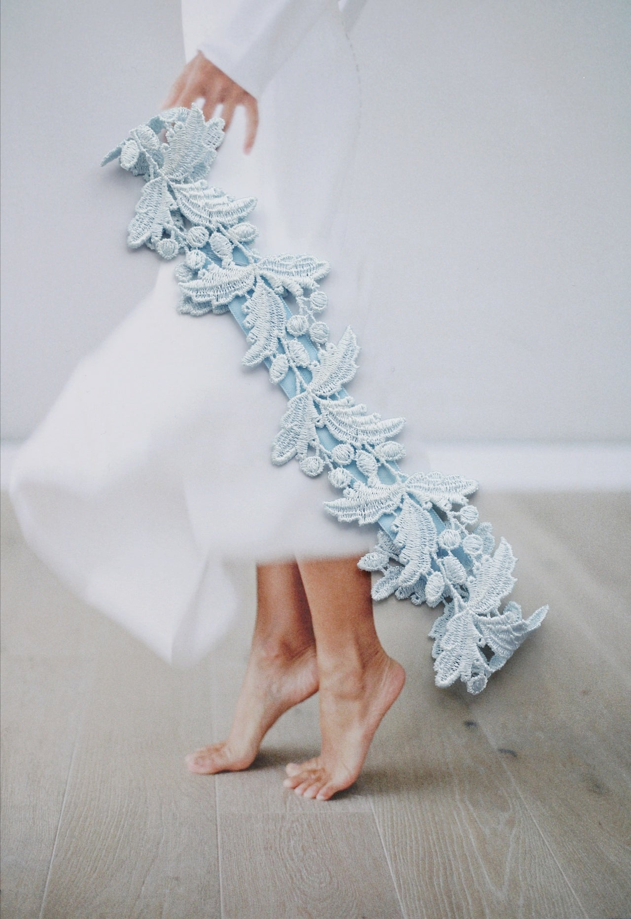 sleek flat lace blue wedding garter