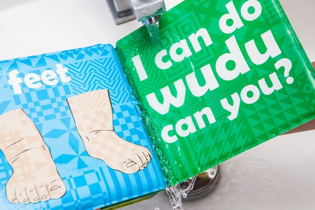 Colour changing Wudu Bath Book - Salam Occasions - Shade7 Publishing