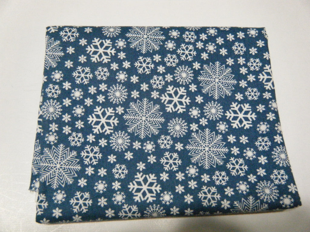 Snowflakes on blue - Fat Quarter
