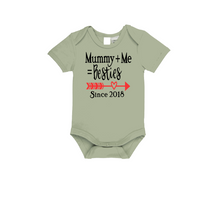 Load image into Gallery viewer, MUMMY+ME=BESTIES Baby Short Sleeve Bodysuit