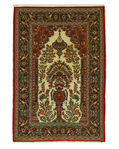 Hand-knotted Wool Ivory Traditional Oriental Qum Rug (3'2 x 5'6)