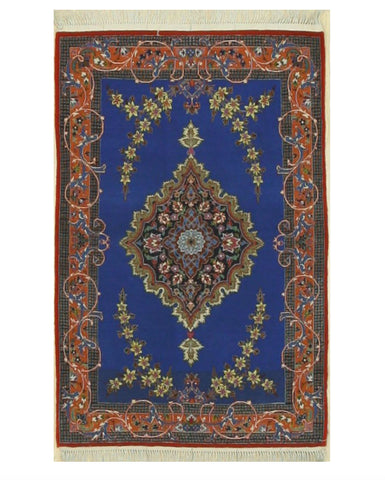 Hand-knotted Wool & Silk Blue Traditional Oriental Isfahan Rug (2'9 x 4'3)