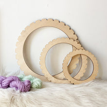 Load image into Gallery viewer, Circle Wooden Weaving Loom 30cm