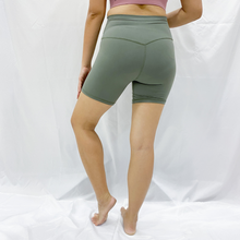 "Load image into Gallery viewer, ASHLEY 5"" Shorts - Light Army Green"