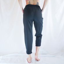 Load image into Gallery viewer, SELVY Drawstring Capri Pants: Black