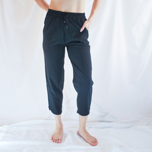 SELVY Drawstring Capri Pants: Black