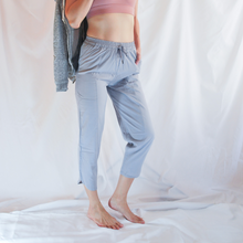 Load image into Gallery viewer, SELVY Drawstring Capri Pants: Light Grey