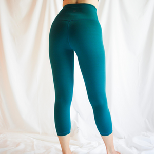LUSH Series: Capri Leggings with Slit Pocket - Emerald Green