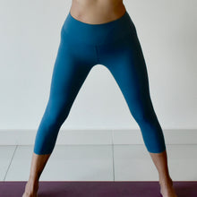 Load image into Gallery viewer, ACTIV Capri Leggings: Royal Blue