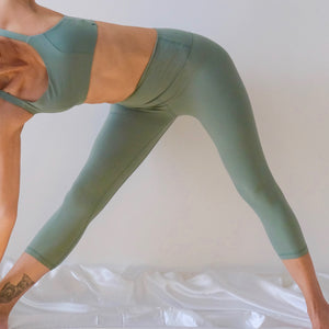 ACTIV Capri Leggings: Tea Green