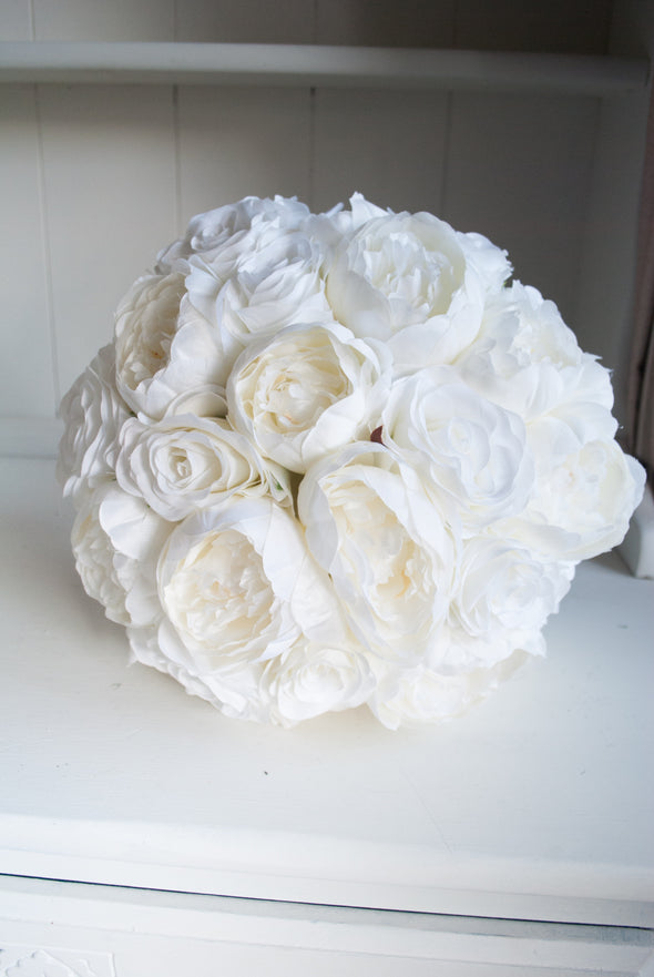 white bouquet no greenery