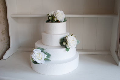 White and ivory rustic cake flowers with thistle and eucalyptus