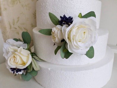 White, cream and navy blue cake flowers.