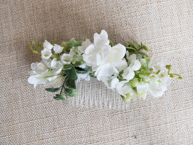 white flower hair comb