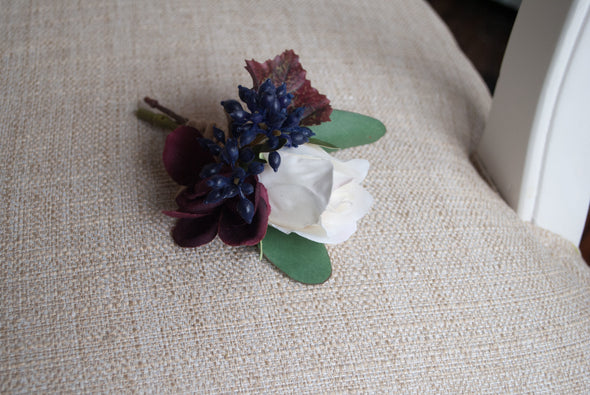 autumn wedding buttonhole