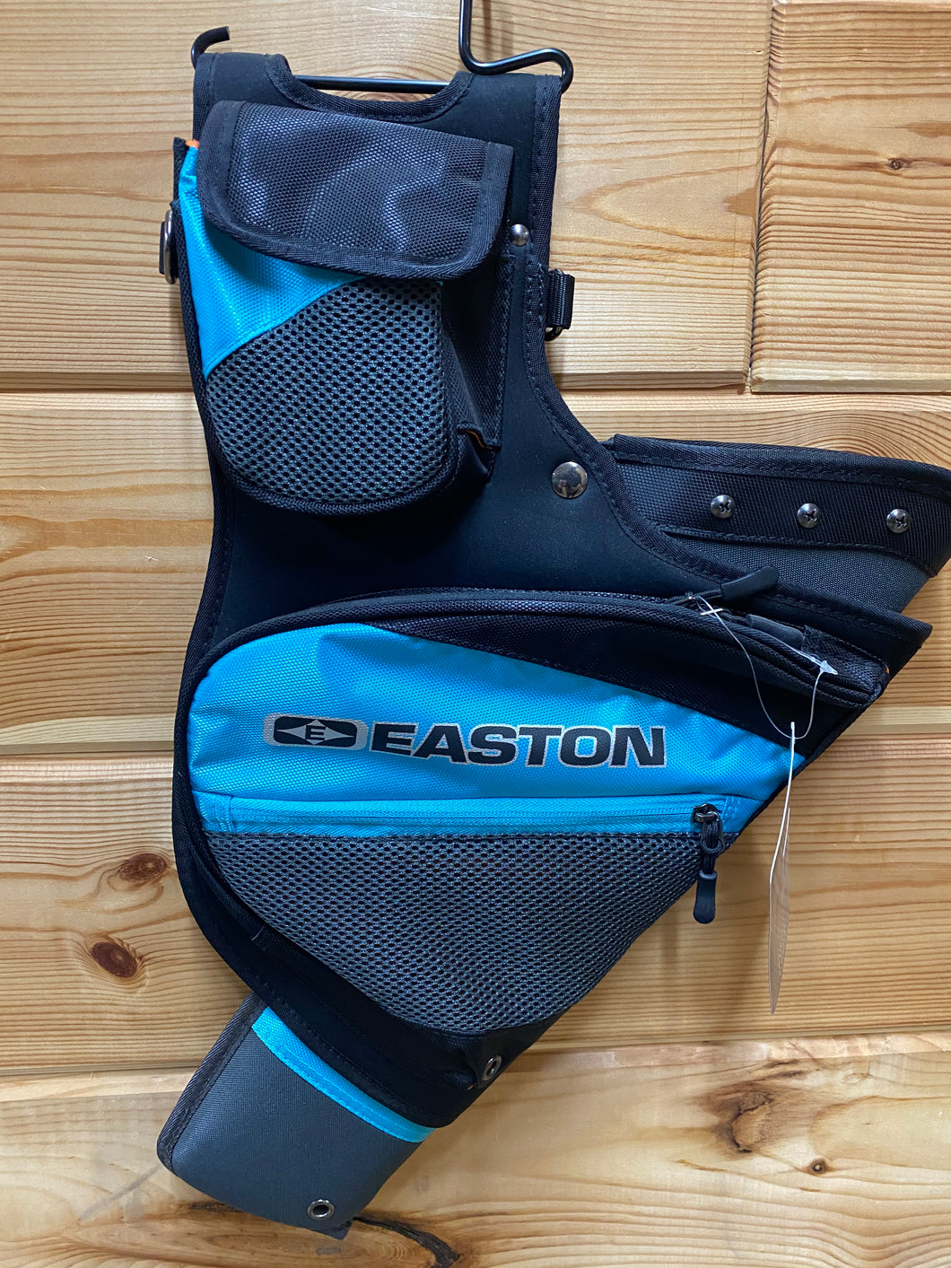 Easton Deluxe Teal RH Hip Quiver