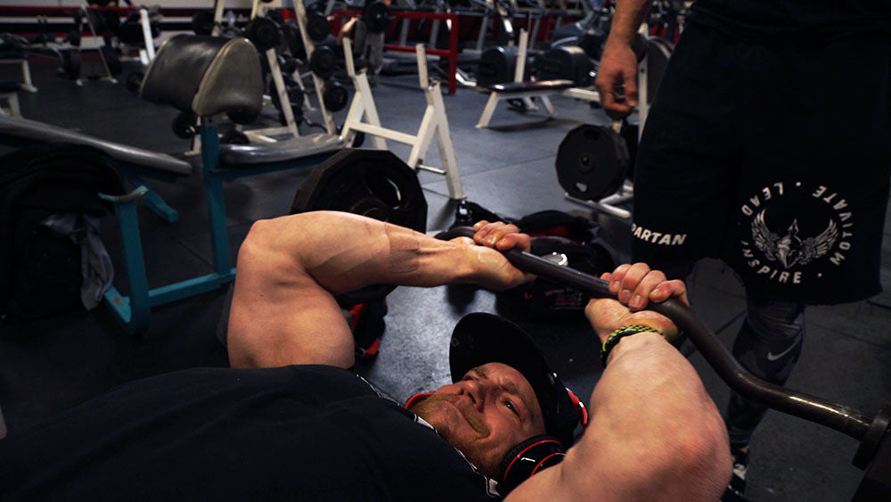 Big arms workout skull crushers