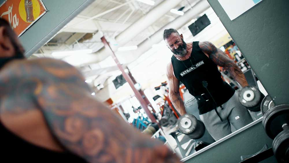 big arms workout hammer curls position 1