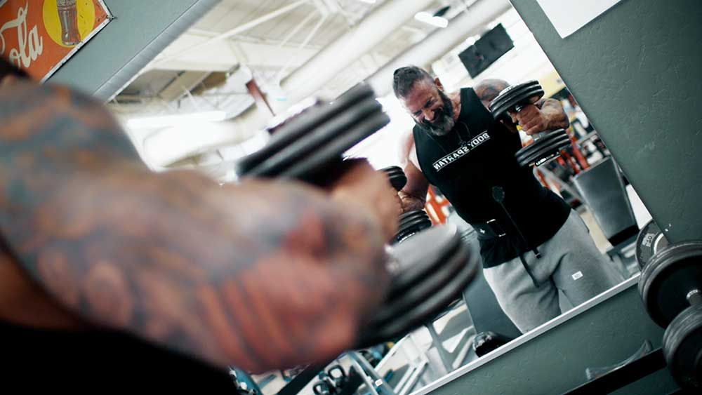 big arms workout hammer curls position 2