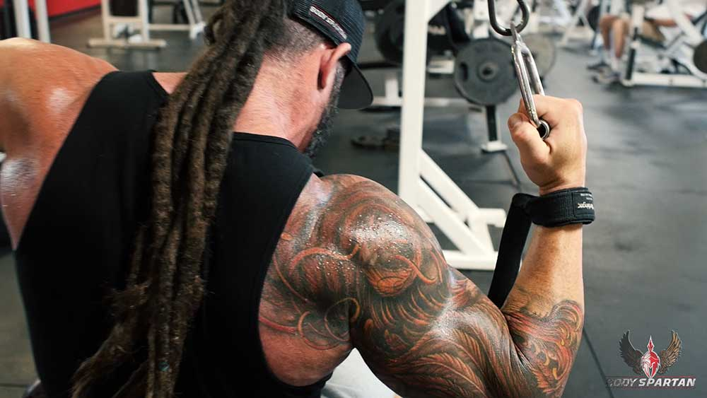 single arm pulldowns for back workout