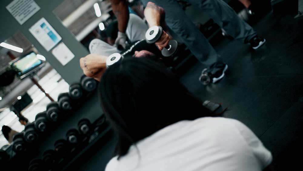 big arms workout triceps skull crushers 02