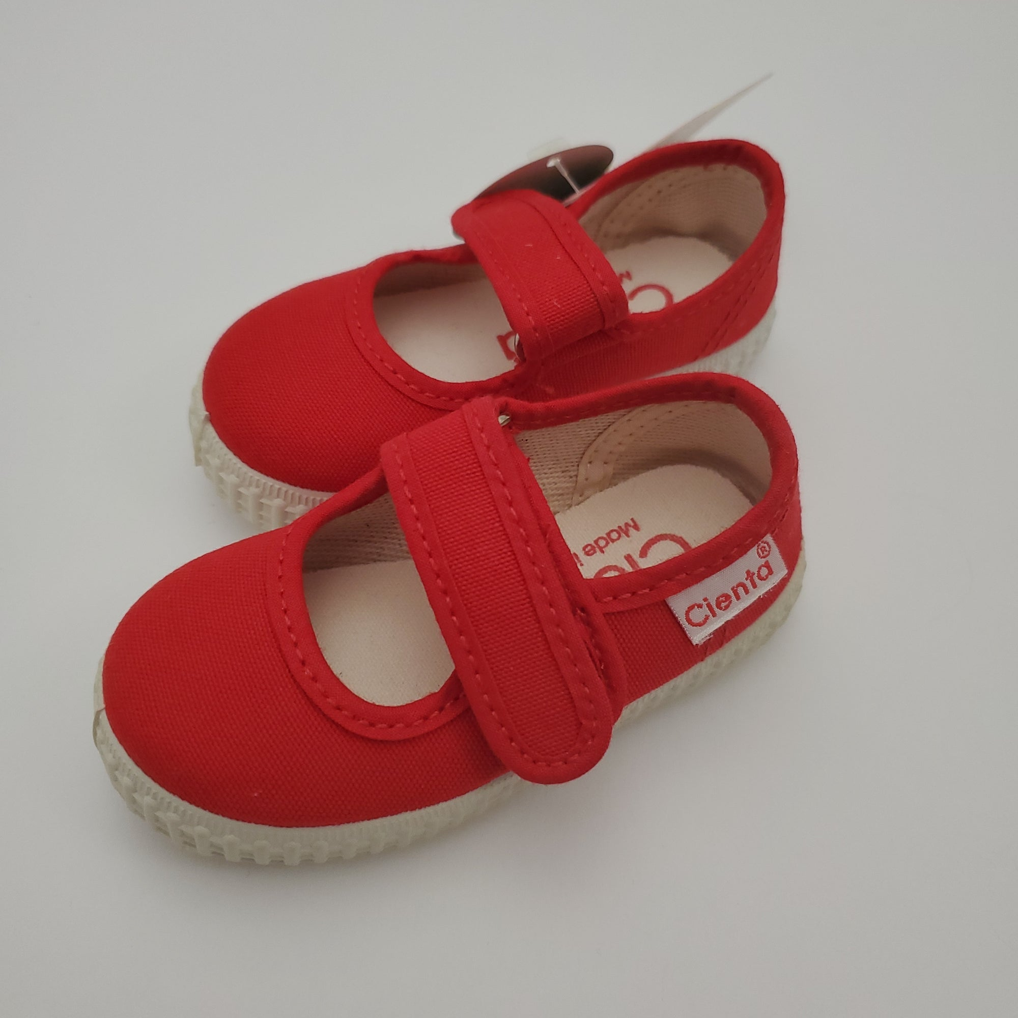 Cienta Canvas Mary Jane in Rojo (Red), 56000