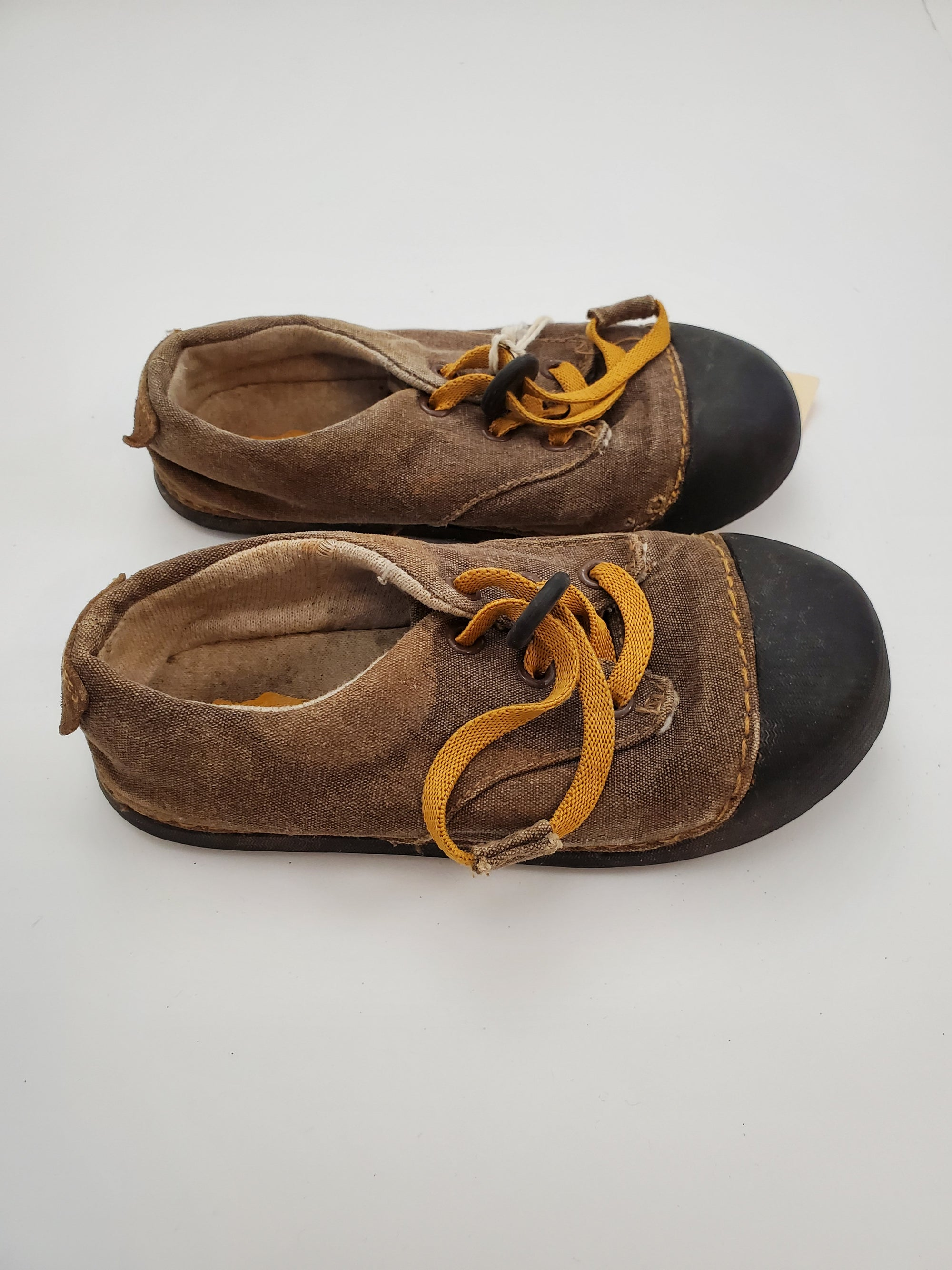 C10 Simple Canvas Shoes - Tan / Black